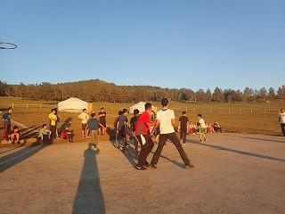 バスケの交流戦。午後8時半撮影。