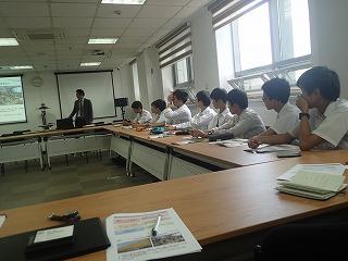JICA山本さんの講演に熱心に耳を傾ける