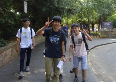 漢字のTシャツを着ている生徒もいます。話のきっかけにはなるのかもしれません。