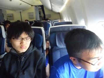 生徒A「あれジャンボだよ。もう国際線しか飛んでないんだよ」生徒B「…」