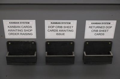 KANBAN SYSTEM、です!トヨタの「看板方式」です。こんなところにも日本のノウハウが…