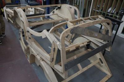 フレームが木!!木枠です。木を熱して、型にはめて曲げるそうです。伝統的な方法で作り続けているという話でした。