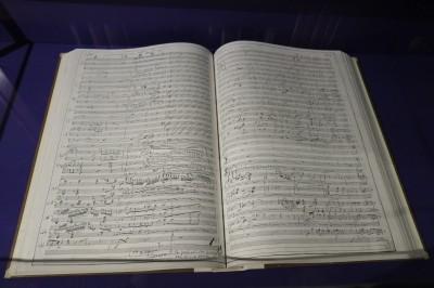 直筆の楽譜。楽譜をおみやげにするオシャレ生徒も。イケメンですねー。