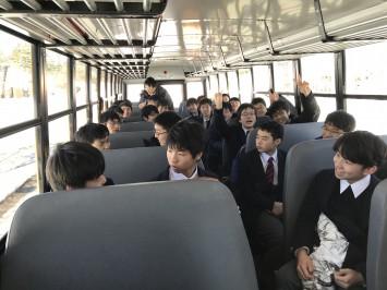 メイプル工場へのバス車内にて