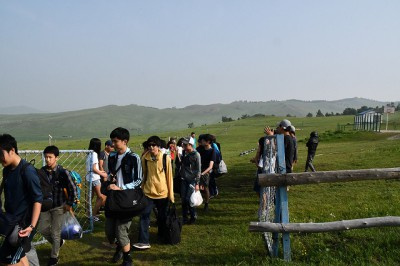 新モンゴル学園の生徒達が見送りをしてくれました。