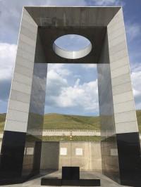 日本人墓地慰霊碑
